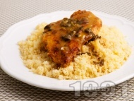 Рецепта Пилешко филе със сметана, каперси и магданоз върху марокански кус кус